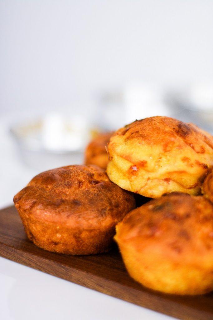 Muffins de Bacon, Tomate e Queijo