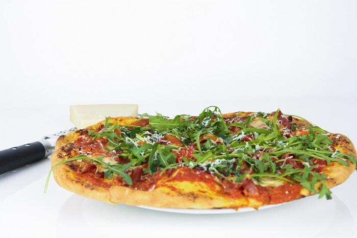 Pizza caseira de Presunto, Mozzarella e Tomate Cherry2