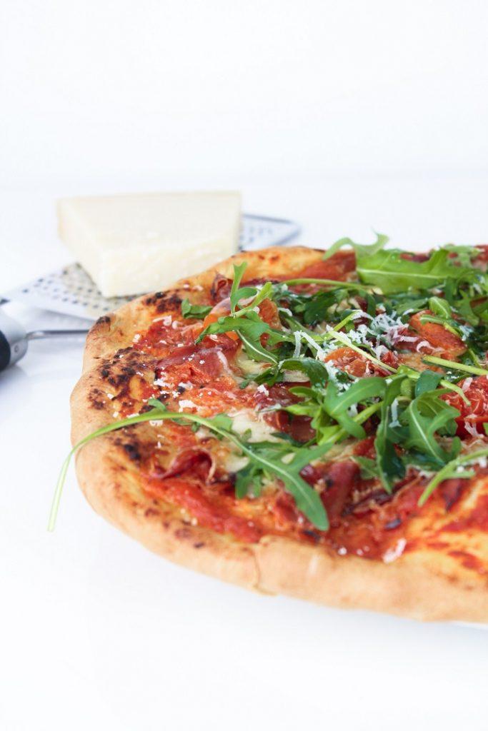 Pizza caseira de Presunto, Mozzarella e Tomate Cherry3