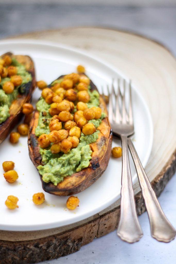 Batata doce recheada com abacate e grão