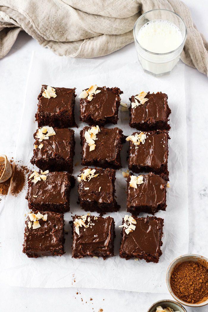 Receita de bolo guloso de chocolate com coco
