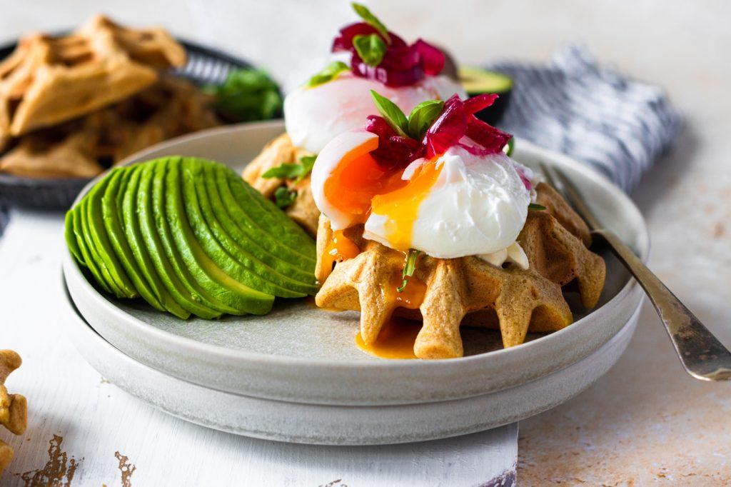 Waffles de Abacate e Ovo Escalfado