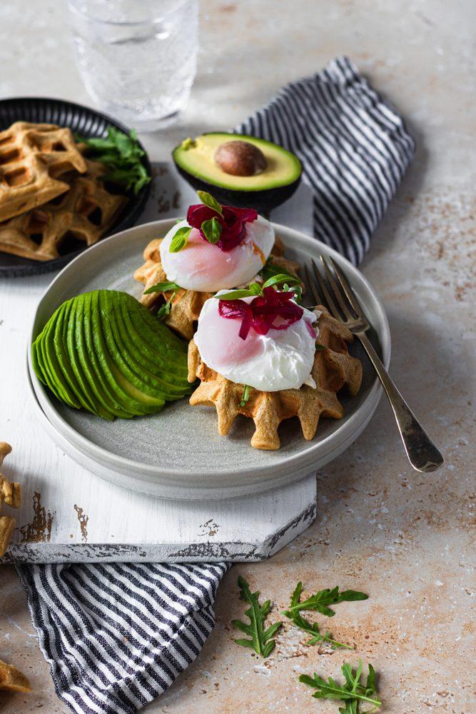 Waffles de Abacate e Ovo Escalfado 45º