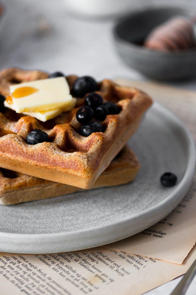 Waffles de Espelta com Mirtilos torre de 2 detalhe de frente