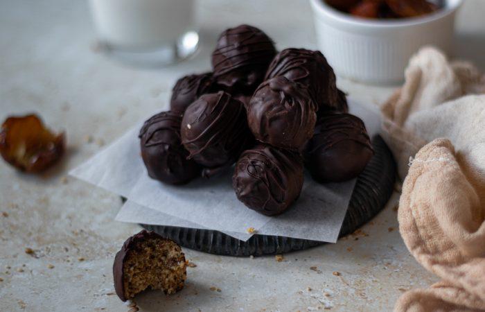 Bolinhas energéticas de amêndoa e chocolate