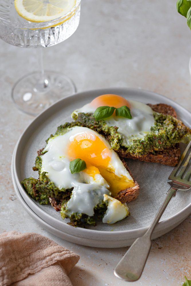 Ovos Estrelados com Pesto detalhe