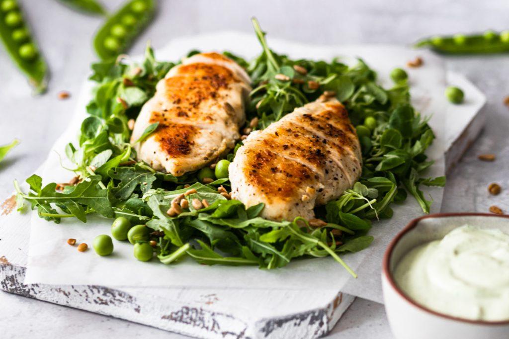 Salada de Frango com molho de Feta